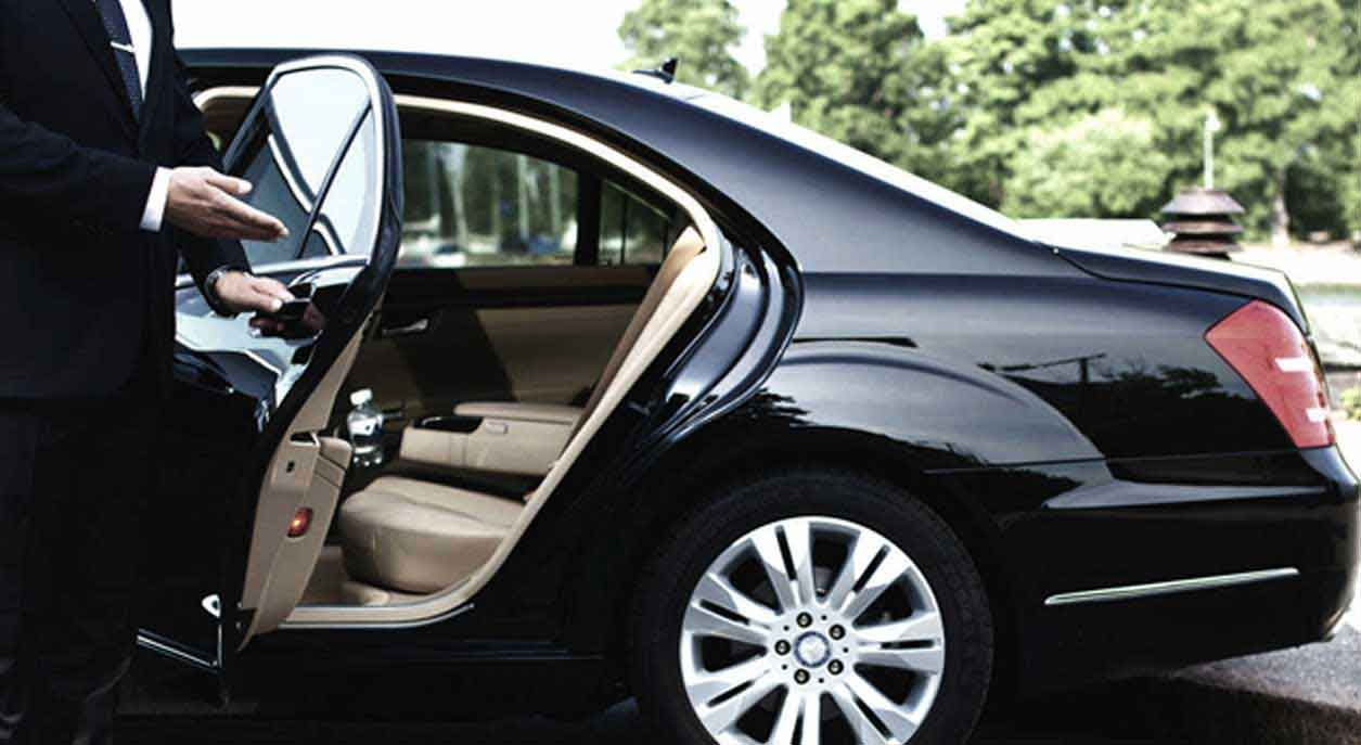 Lush Limo Coach Provides The Finest San Diego Limo Services At Affordable Prices Call Us Now Call 949 In 2020 With Images Airport Car Service Airport Limo Service Airport Limo