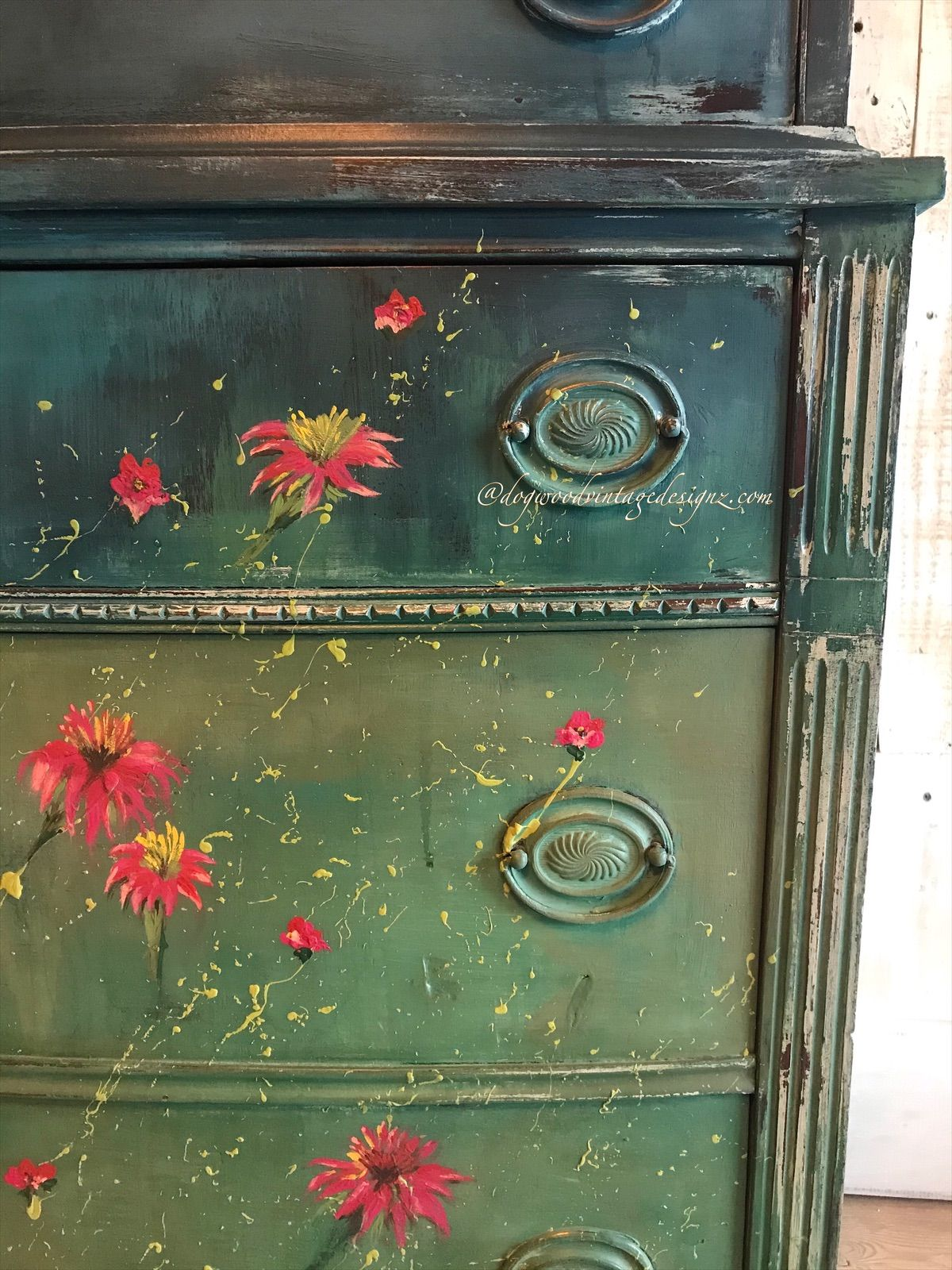 #furnitureartist #paintedfurniture #eclectic #boho #diypaint #debisdesigndiary #painteddresser #modernfarmhouse #anniesloan #chalkpaint #diyhomedecor #rusticelegance #vintagefurnitureflip