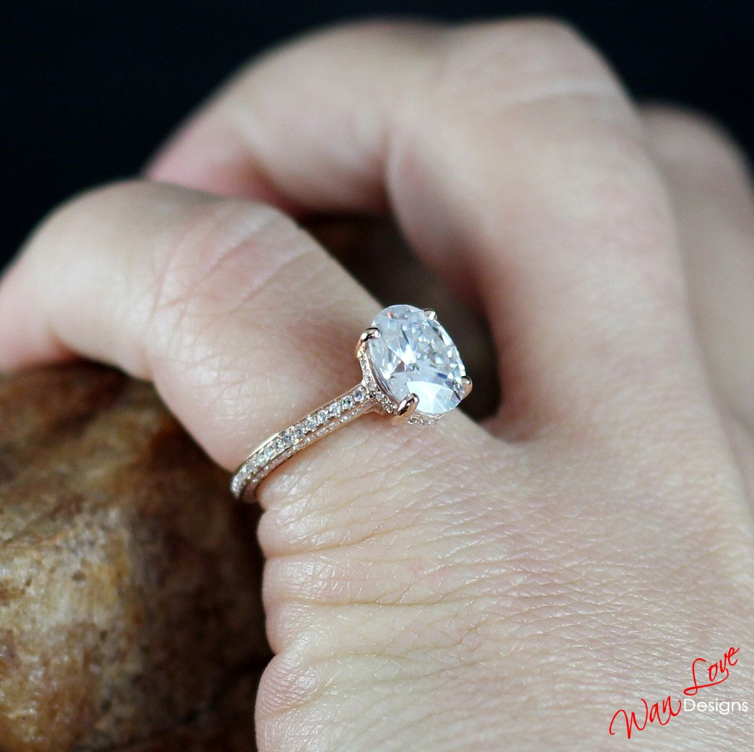 Custom Celebrity Forever e Moissanite Oval Diamond Engagement