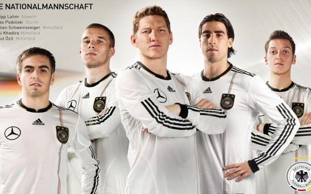 Dfb Elite Hd Wallpapers Hd Wallpapers Deutschland Fussball Fussballbilder Sami Khedira