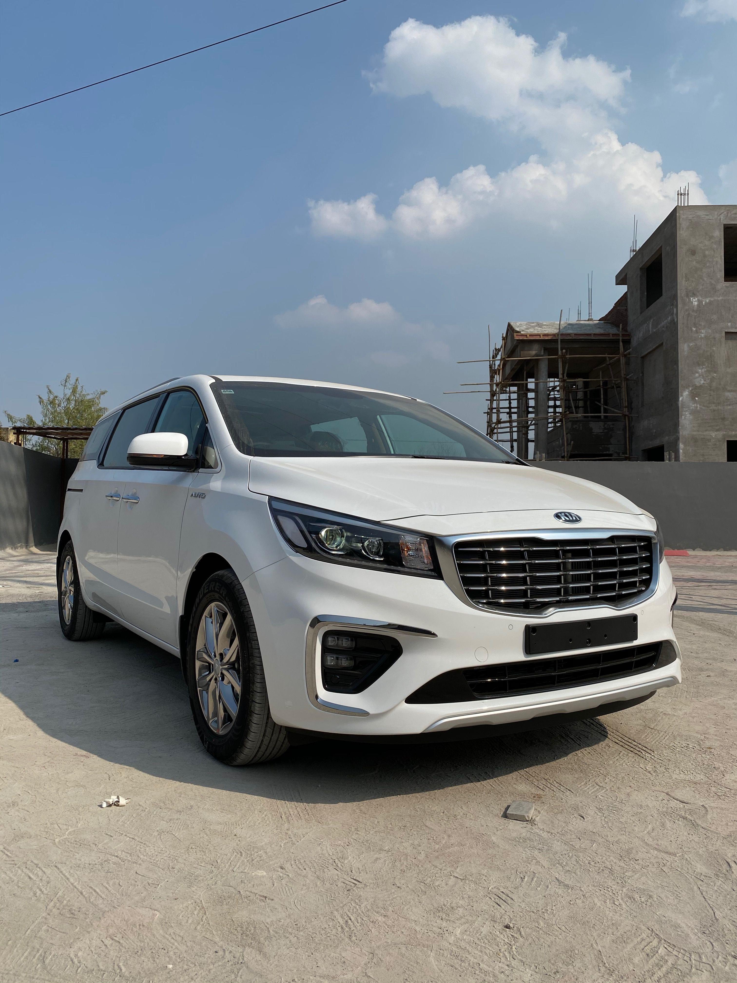 Kia Carnival Limousine Auto 40 Lakh Real Life Review In 2020 Kia Kia Sedona Limousine