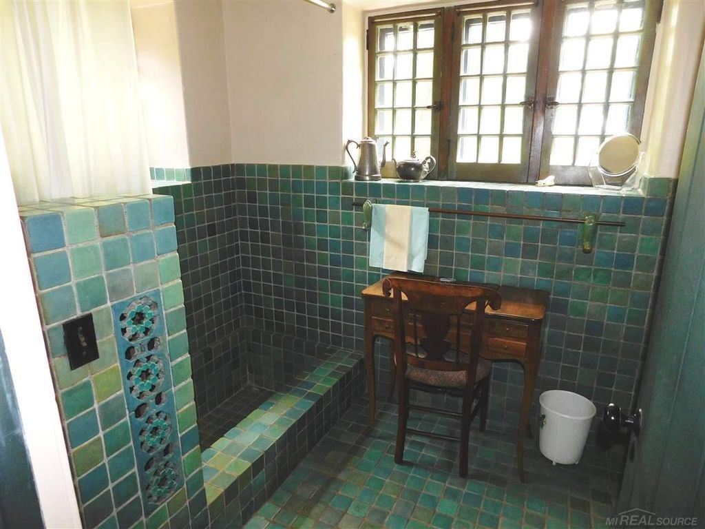 938 Three Mile Dr Grosse Pointe Park Mi 48230 Zillow Grosse Pointe Park Grosse Pointe Vintage Bathrooms