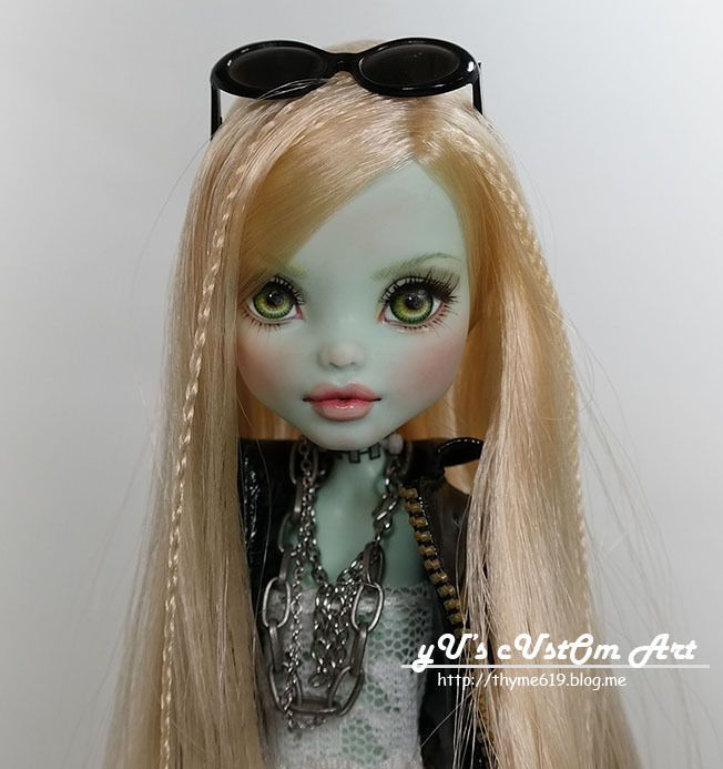 ** Iana ** 11  12  1/6 OOAK custom Monster high Frankie Stein Repaint by Yu