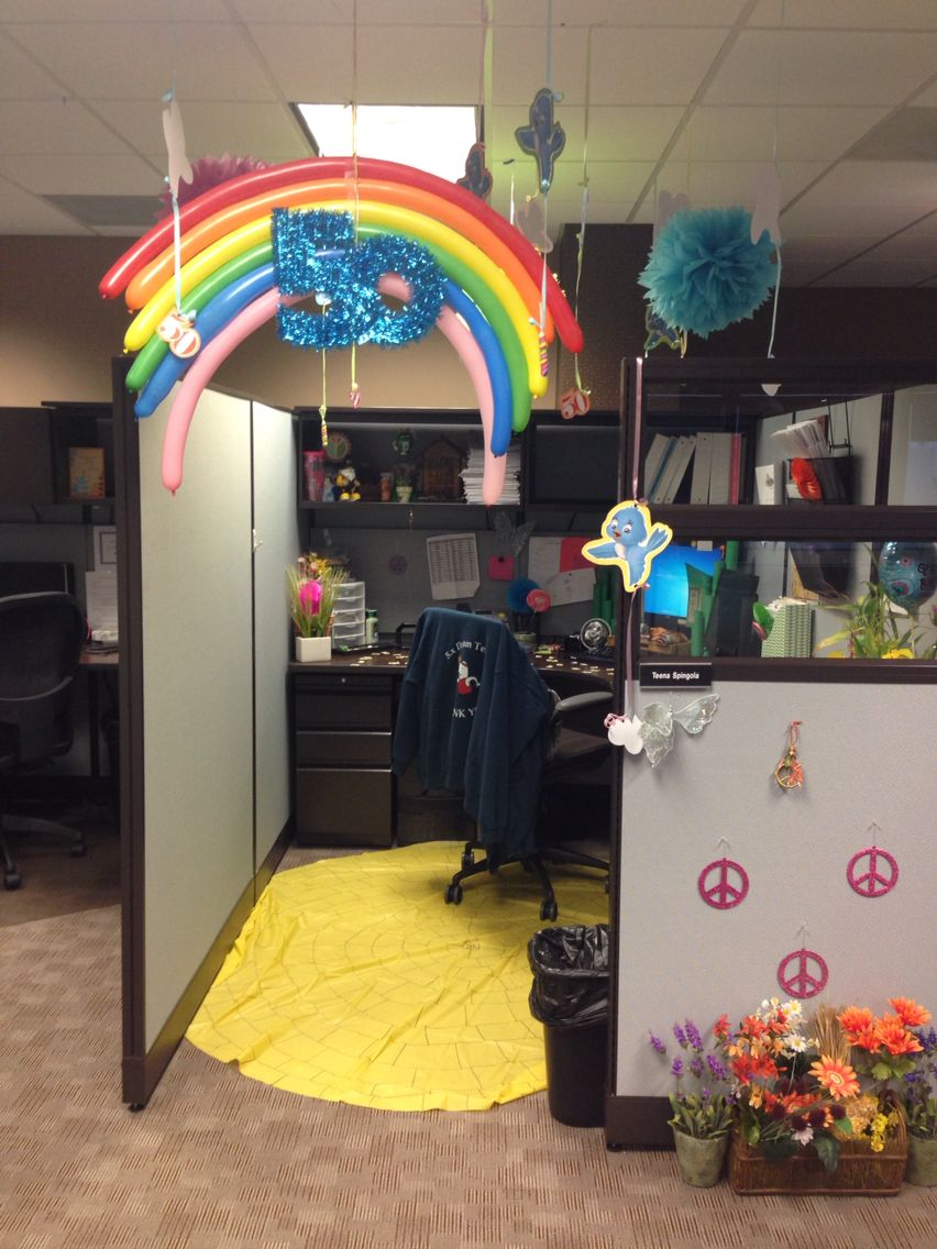 decorated all my coworkers cubicles as a surprise.htm wizard of oz inspired cubicle decorations a co workers did for  oz inspired cubicle decorations