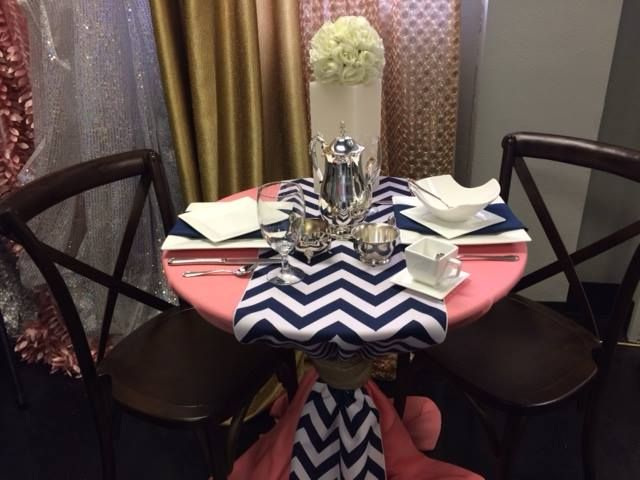 Navy Chevron Table Runners. Coral Table Linen. Navy And Coral Ideas.  Weinhardt Party