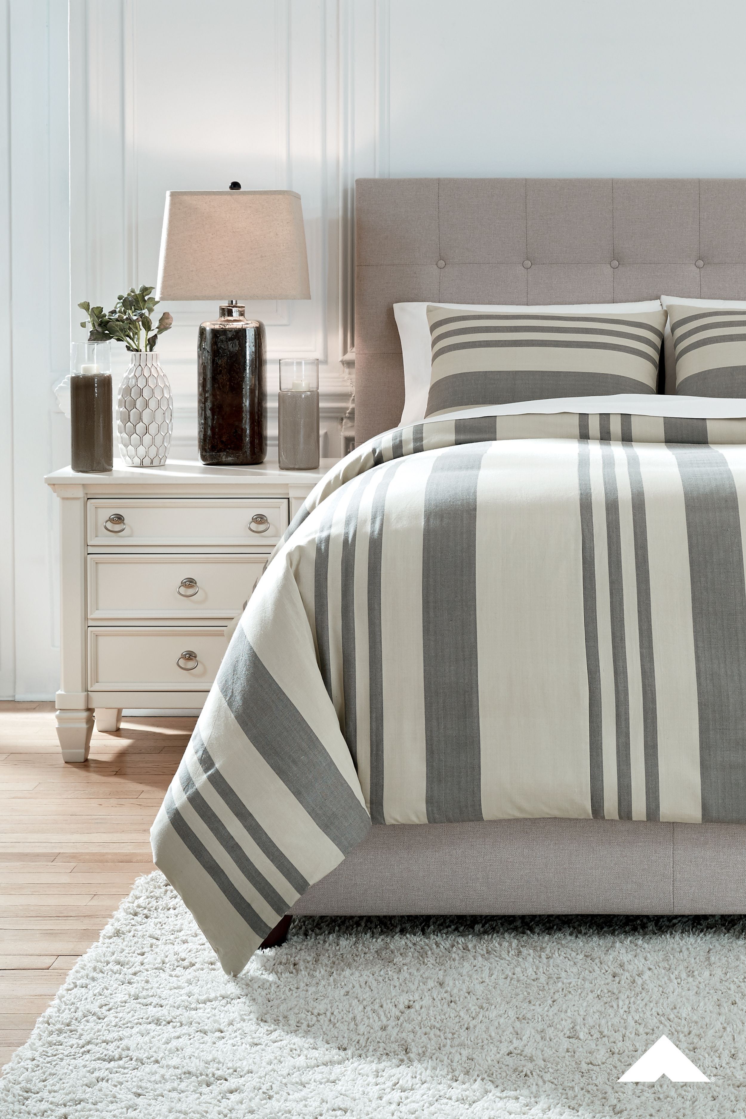 Schukei Natural Charcoal Queen Comforter Set By Ashley Furniture Yarn Dyed To Perfection The Stripes On The Sc Comforter Sets King Comforter Sets Comforters