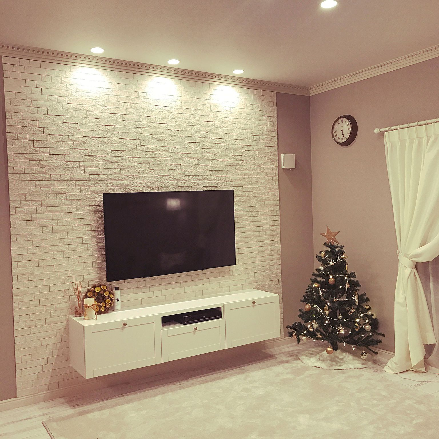 リビング 壁掛けテレビ テレビボード ダウンライト エコカラット