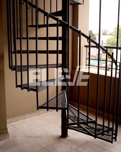 escalera caracol estilo moderno peldaos de metal desplegado