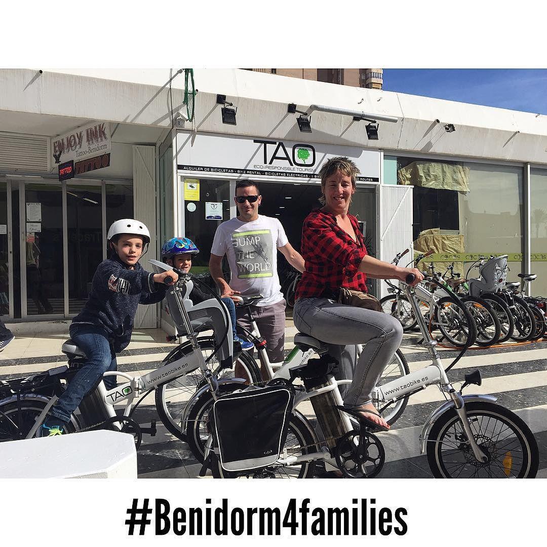 Esta familia del #paisvasco va a pasar una tarde preciosa en #benidorm con nuestras #taobike y van a descubrir el parque natural de #sierrahelada #BicicletasEléctricas #ElectricBikes #ecotourism #responsibletourism #benidorm4families #bikerental #alquilerbicis