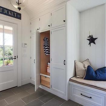 Cottage Mudroom with Vertical Shiplap Walls | Maison bord de mer ...