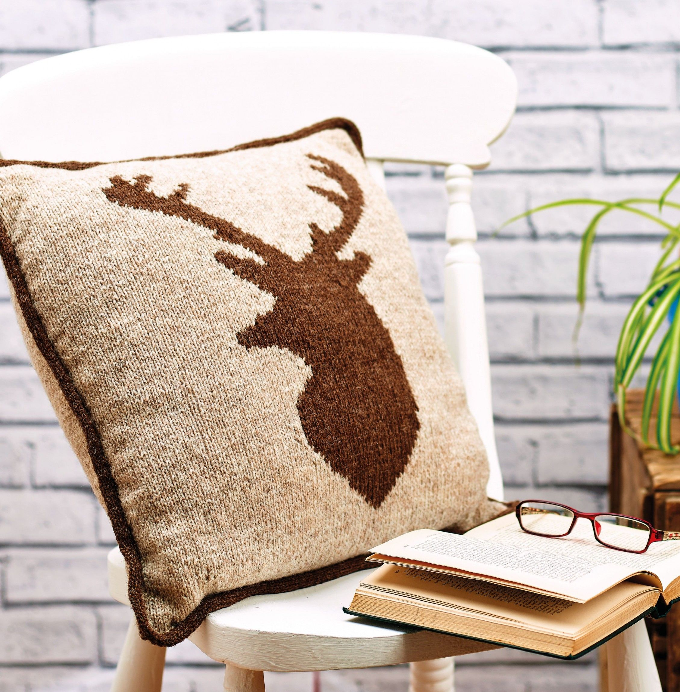 Deer head knit pillow Here\'s the chart for Jane Burns\' brilliant ...