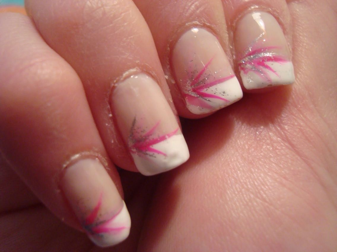 Cute idea to spice up a french manicure with the design on a single