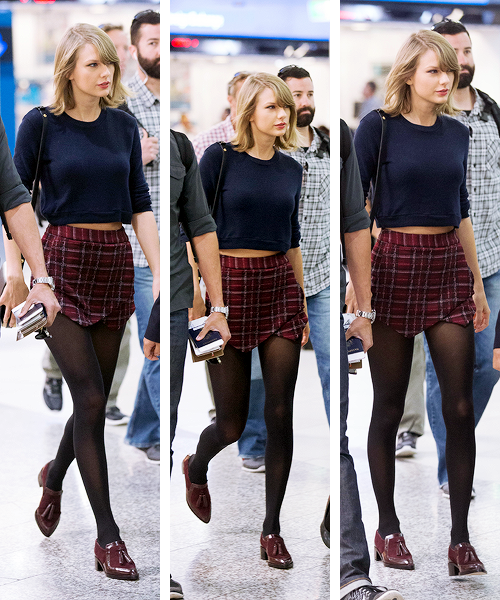 Taylor Swift is seen walking through Melbourne airport on the day of her 26th birthday (13th December 2015)