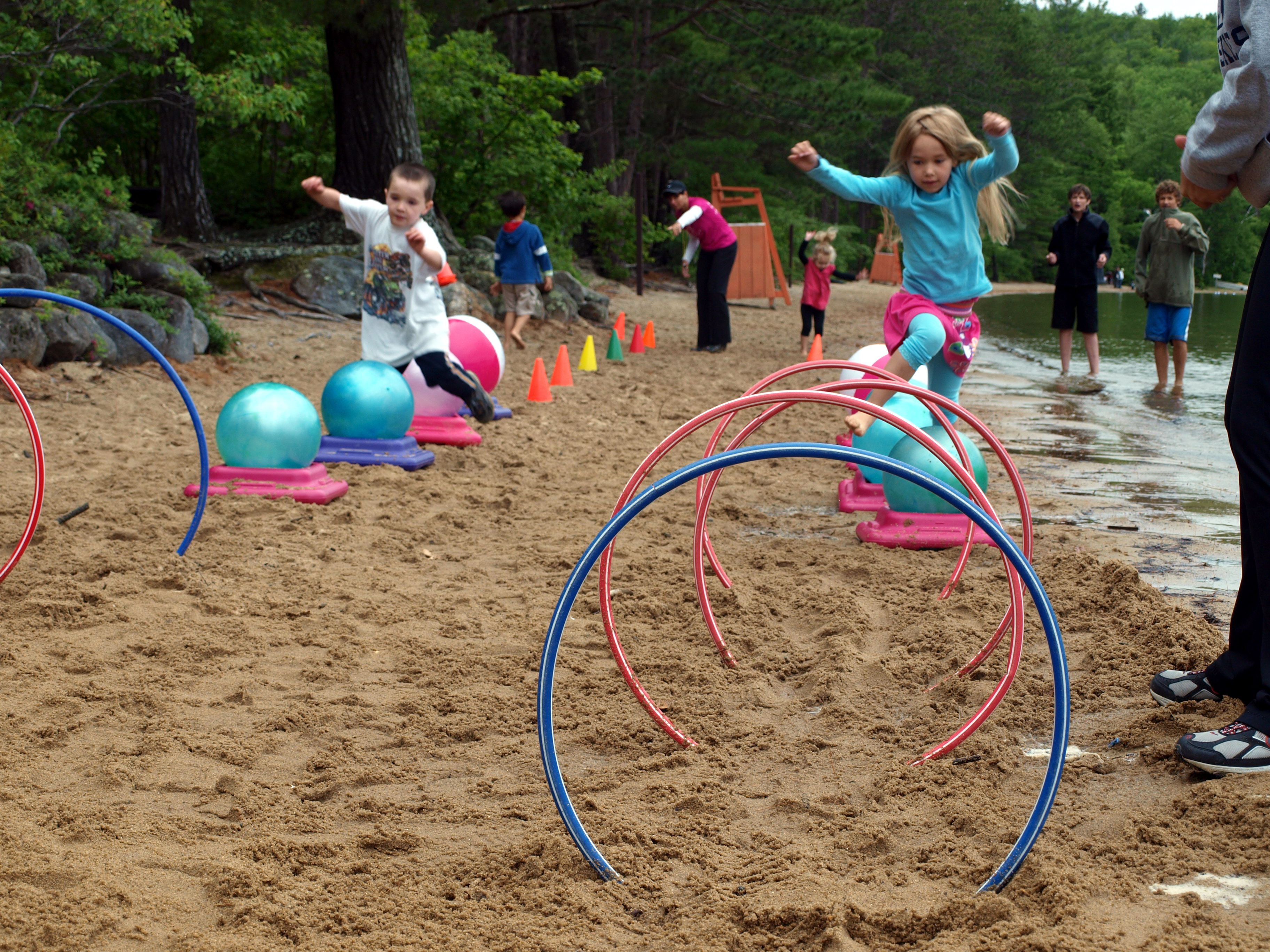 Ballspiele Draußen Lake Game For Kids Create An Obstacle Course Using Hula