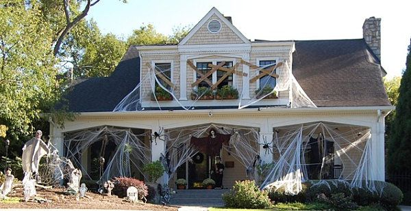 Boarded windows Home Haunters - Amazing Displays Pinterest - scary halloween house decorations