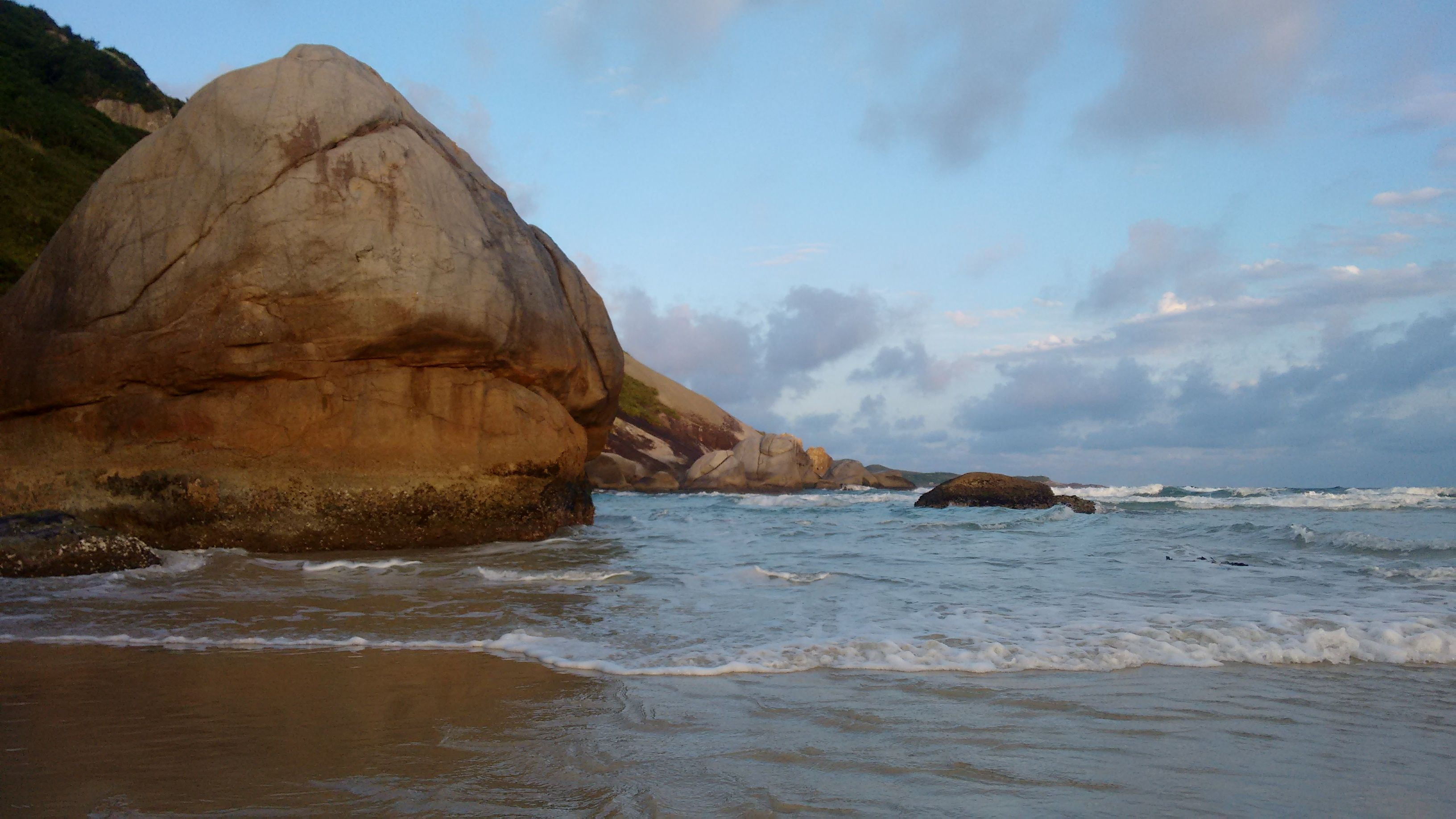 Walking between Rio Vermelho and Moçambique Beach - Florianópolis Brazil - Pablo Ernesto Vigneaux Wilton