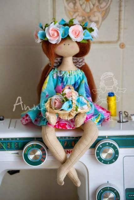 Patrón de esta linda muñeca de trapo tan floral. Bonita, verdad?