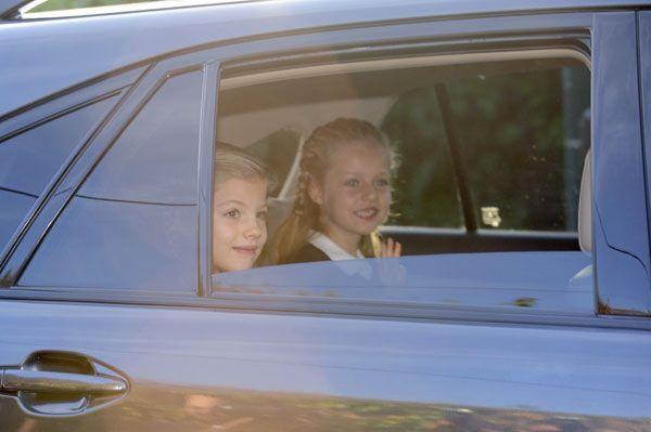 Los Reyes acompañan a la Princesa de Asturias y la infanta Sofía en su vuelta al cole - Foto 1