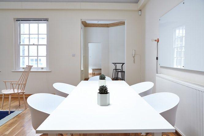 Kenmerken van een minimalistisch interieur woonkamer