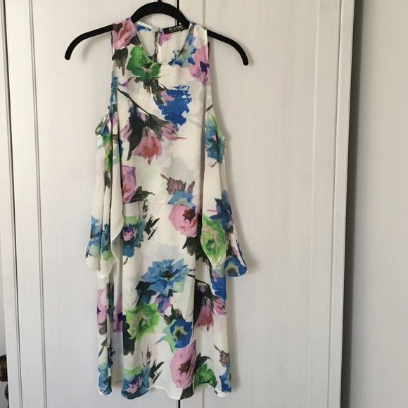 Floral print shift dress This dress is nice and flowy, cute dressed up or down! It's a bit sheer where the double layer ends but would be perfect with a light slip. Keyhole detail on back. Never worn! ROMWE Dresses