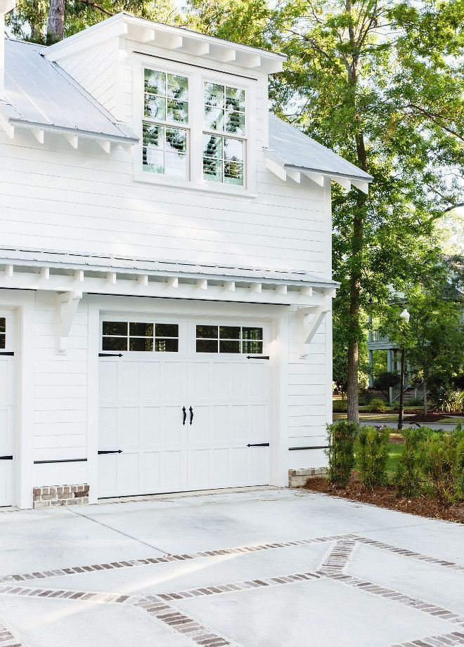 16 Enchanting Modern Entrance Designs That Boost The Appeal Of The Home: Garage Door Design, Coastal Farmhouse, House Exterior