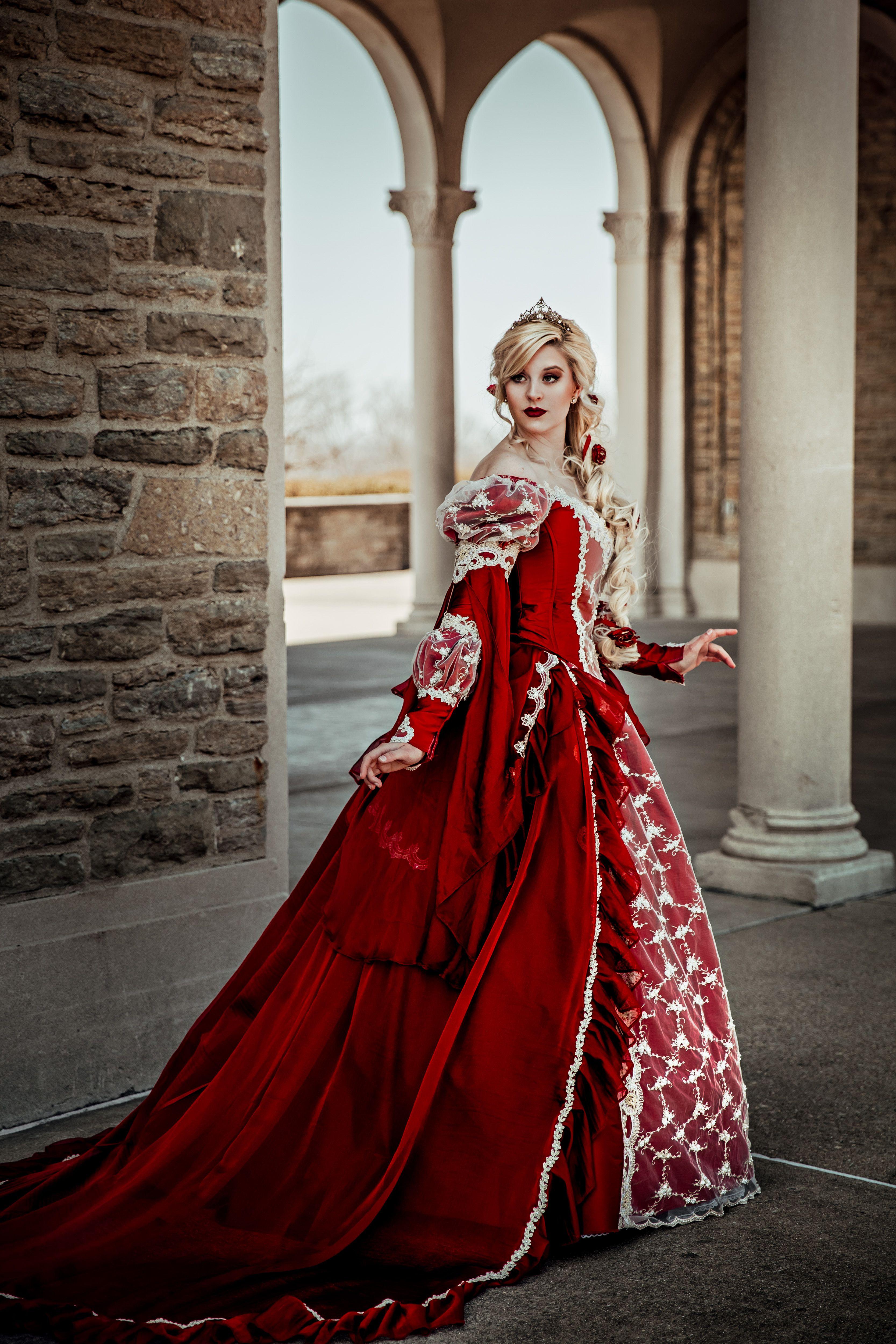 например, фотосессия в средневековых костюмах среди