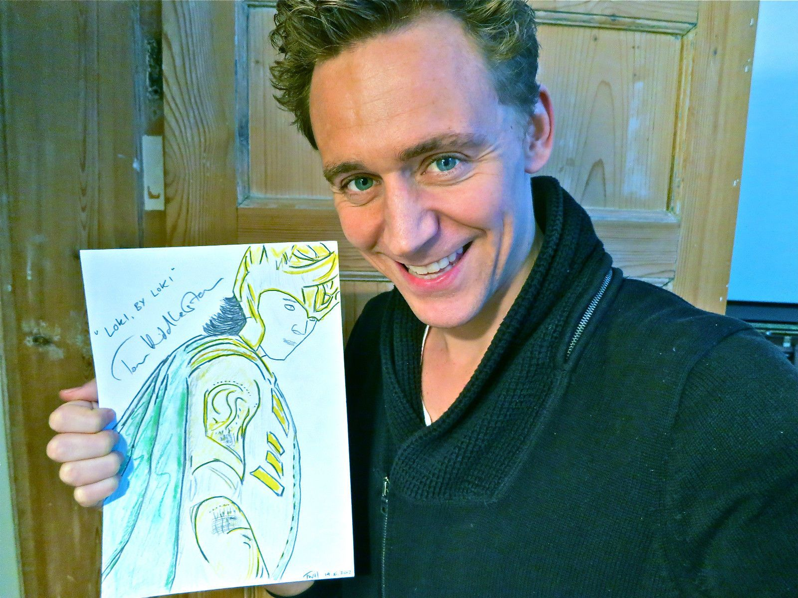 Even Tom Hiddleston Can Draw Aaargh Tom Hiddleston Tom Hiddleston Funny Tom Hiddleston Dancing