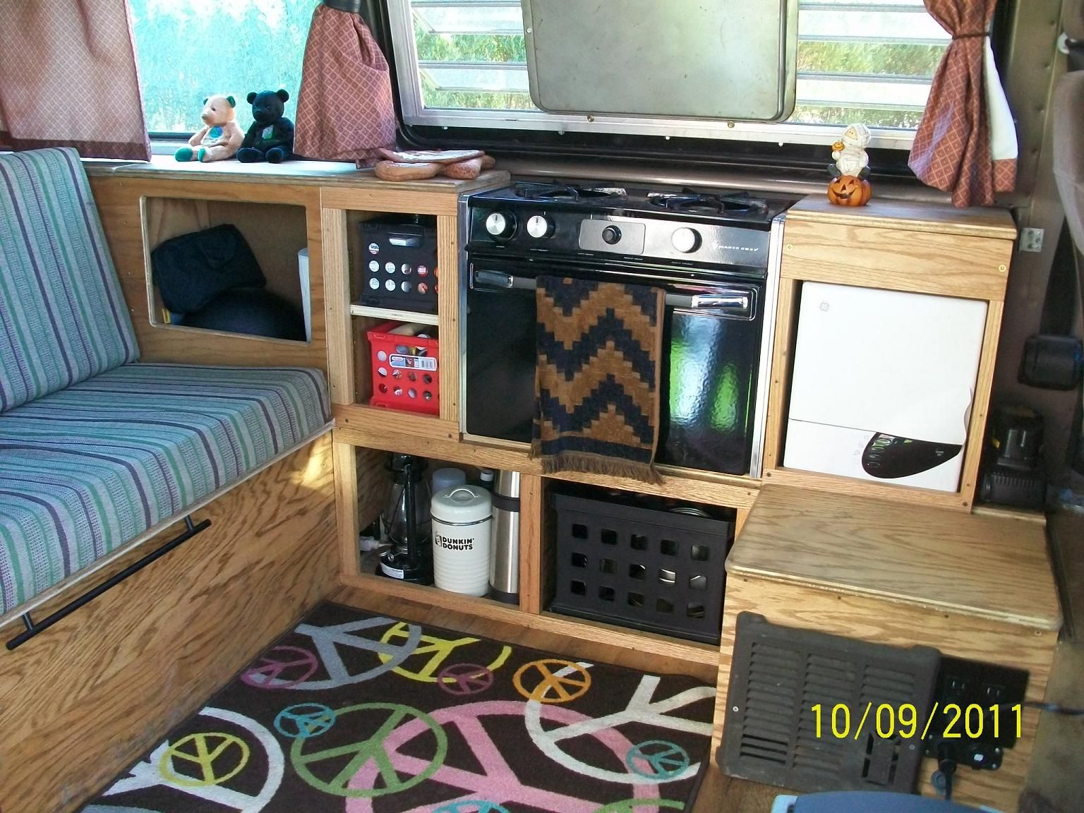 Volkswagen bus vanagon take a look volkswagon new interior run and - Oven Microwave And Furnace Showing Baking Sheet Protecting Screen On Jealousy Window Can Be Used For Baking Picture Taken At Transporterfest In Boston