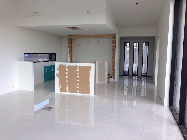 schuco, mustat karmit, valkoinen lattia, valkoinen lattialaatta, kiiltävä lattia, domus, järvi, näköala, keittiömaailma, avokeittiö, rakentaminen, raksa, lattiarasia
