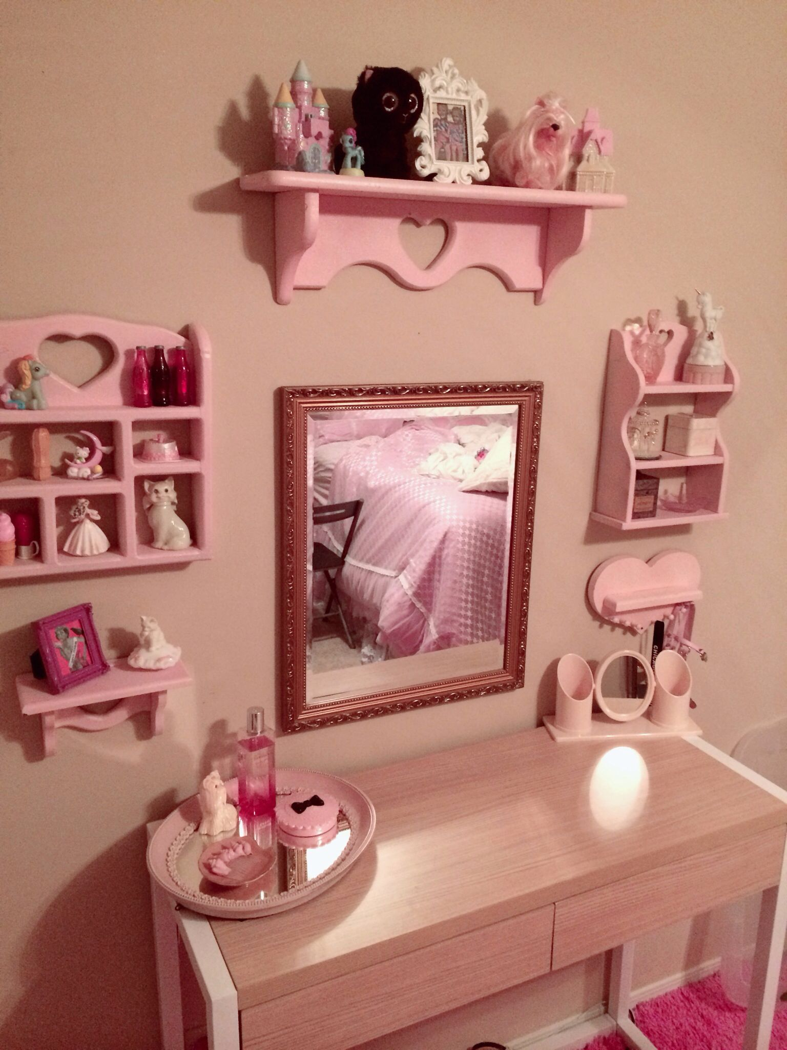 Re purposes shelf painted pink and glitter Lolita