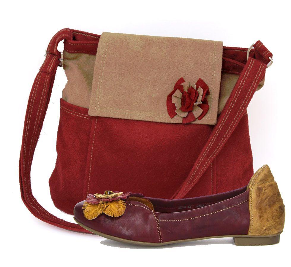 Lanea Two ist eine trendige Tasche mit Außenfächern. Die Riemenlänge ist individuell einstellbar. Die Tasche ist mit Reißverschluss zu schließen. Passt perfekt zu Balla>> http://www.nativum.at/de/store/products/balla/  Lanea two je torbica sa vanjskim džepićima. Šivana je ručno u Austriji od velur kože, dok je podstava tekstilna. Kako je ova torbica ručno šivana, po želji se može promijeniti i veličina. Idealno odgovara cipelama Balla >> http://www.nativum.at/hr/store/products/balla/