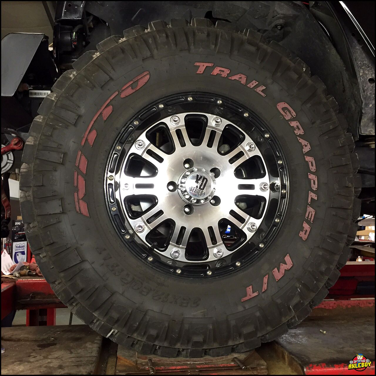 35 Nitto Trail Grappler Tires With Red Lettering On 17 Xd Series Wheels Jeep Wrangler Rubicon Truck Wheels Jeep Shop