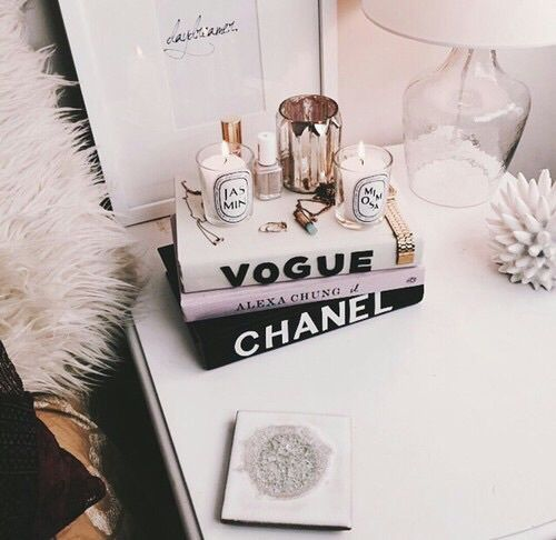 Vogue chanel and room image decor pinterest room for Fashion wallpaper for bedrooms