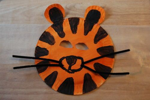 Let your child\u0027s imagination run wild and transform an ordinary paper plate into an exotic animal or their favorite pet! & These animal masks are the perfect cure for toddler \