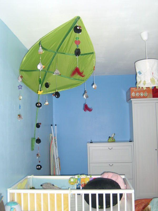 mobile totoro une chambre totoro de a z totoro naissance pinterest chambre b b. Black Bedroom Furniture Sets. Home Design Ideas