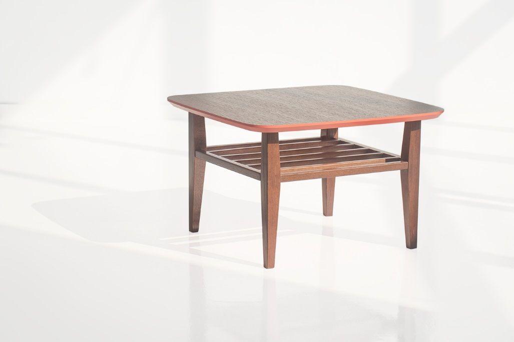 Журнальный стол WILSON является примером традиционного дизайна. Универсальный размер стола позволяет использовать его в небольших помещениях, а дополнительная полка сделала стол WILSON еще удобнее  Характеристики. WILSON Тип каркаса – Массив Тип отделки – МДФ,натуральный шпон, эмаль  Дополнительные опции – возможность выбрать свое сочетание цвета и отделки  Размеры: Длина – 700 мм Ширина – 700 мм Высота – 450 мм  Цена Изделия – 15500 рублей #scandinavian_design #vintage #modern_furniture