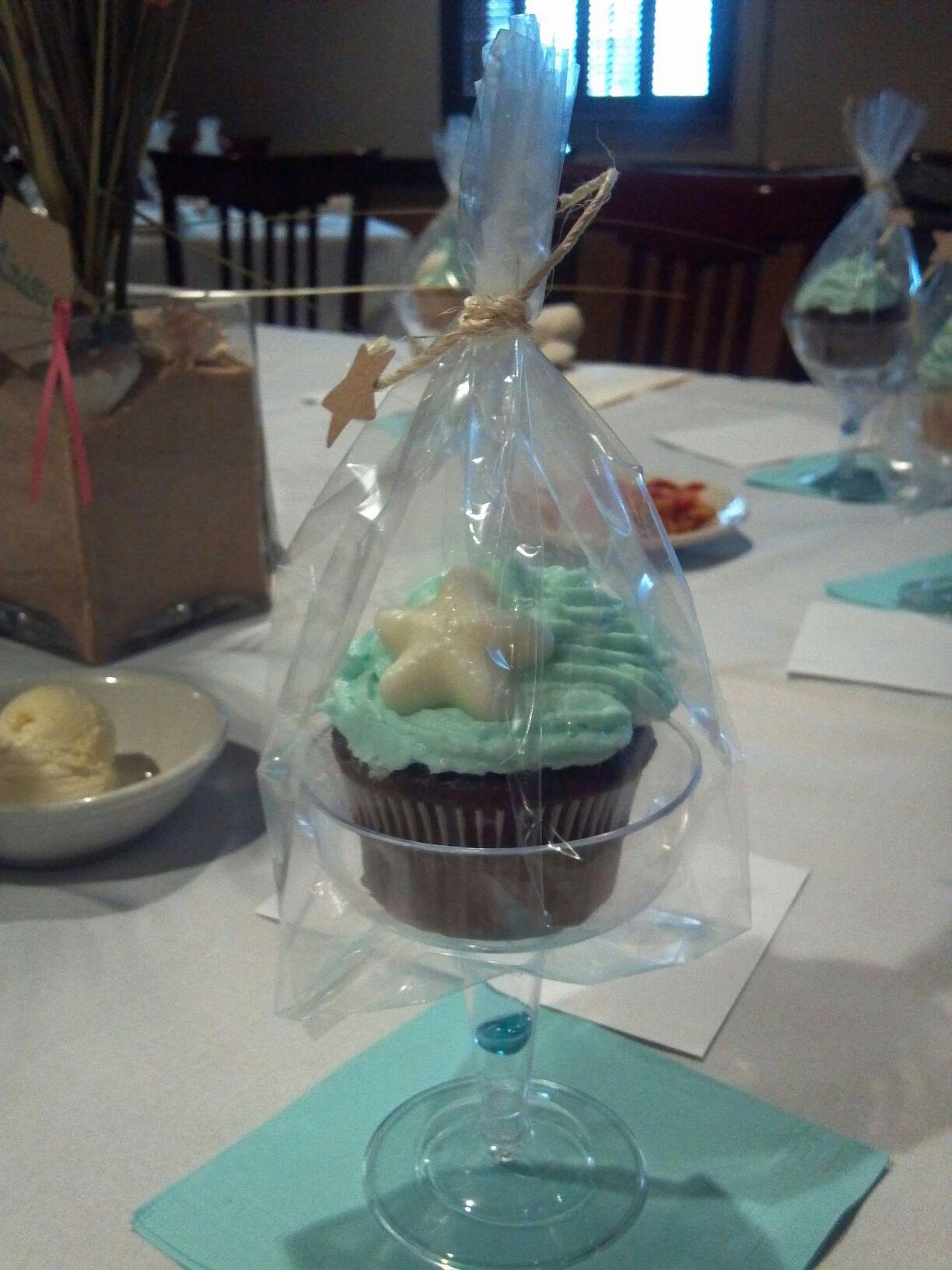 beach wedding theme bridal shower favors cupcakes