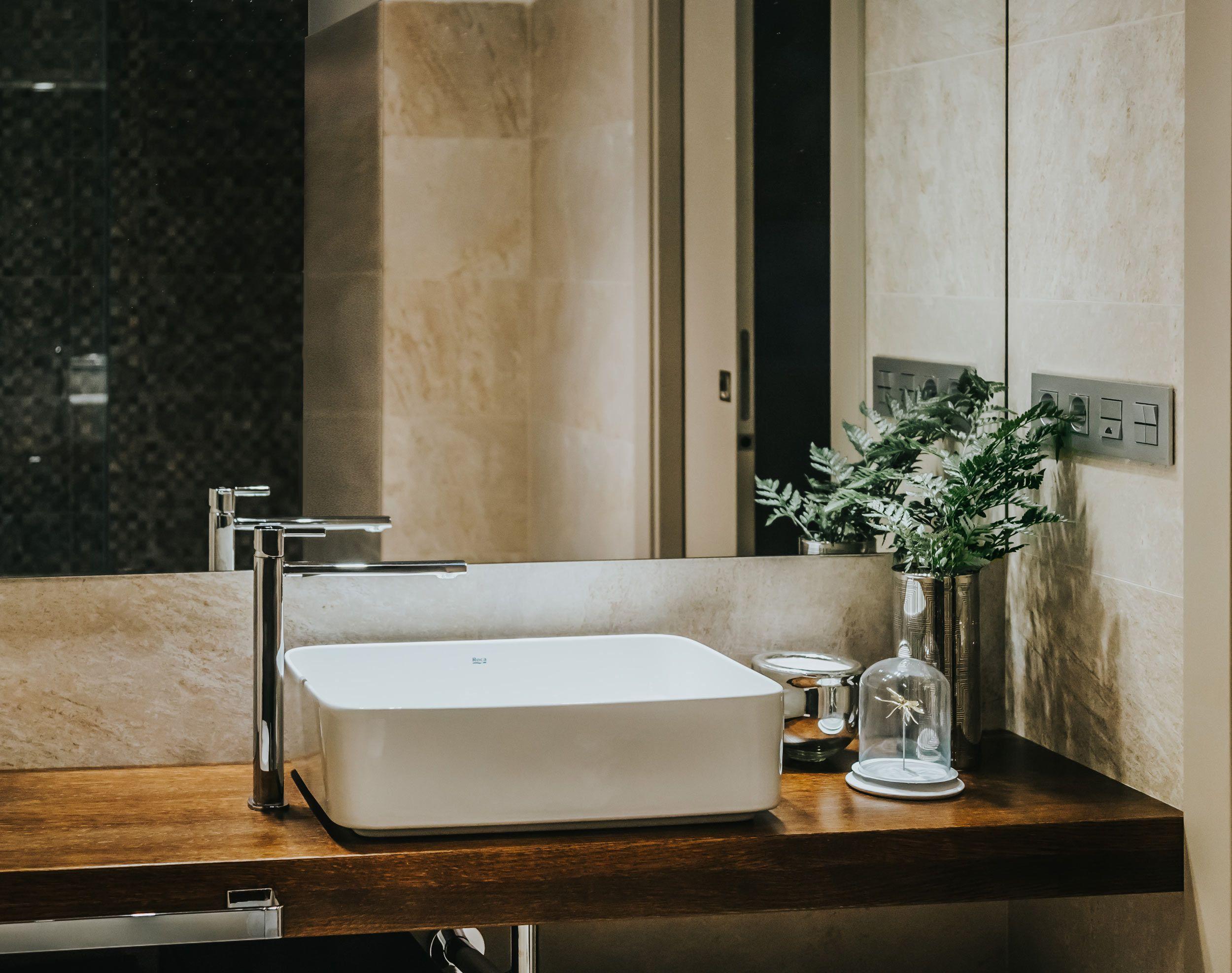 Ba o con lavabo de sobre encimera rectangular encimera en for Lavabo sobre encimera rectangular
