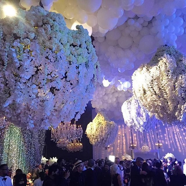 kris jenner 60th birthday gatsby party - BEAUTFUL flowers and lights - perfect for a dream wedding reception