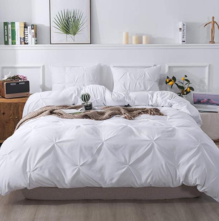 Litanika White Pinch Pleat Duvet Cover In 2020 Pintuck Duvet Cover Duvet Cover Sets Duvet Covers