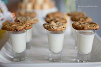 Cookie and milk shooter - after an evening wedding, as a parting gift?