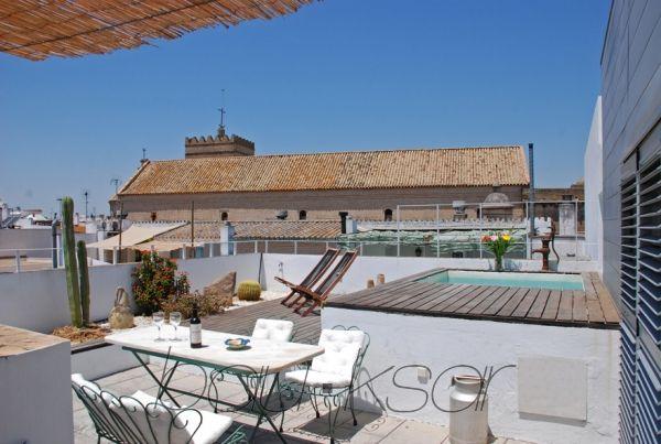 Hermoso apartamento cerca del centro de la ciudad. Alquiler de temporada Atico con piscina. Sevilla ...