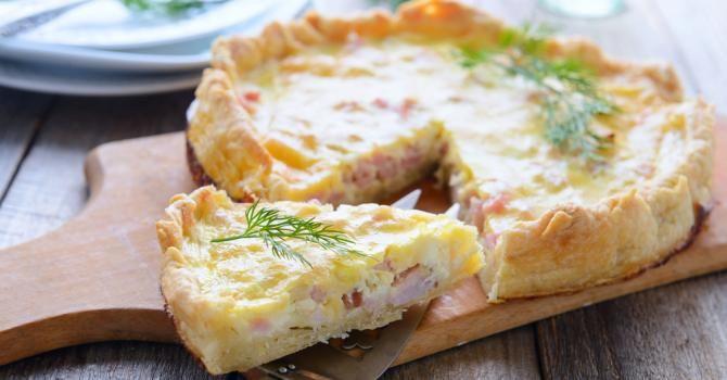 Recette de Quiche lorraine facile et légère au fromage ...