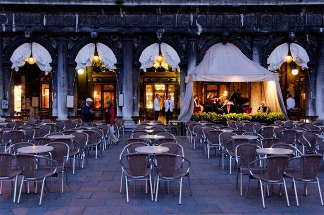 Duzentos e noventa e quatro anos: conheça o café mais antigo de toda a Europa. O Caffè Florian foi aberto em 1720, na Itália, e ainda existe