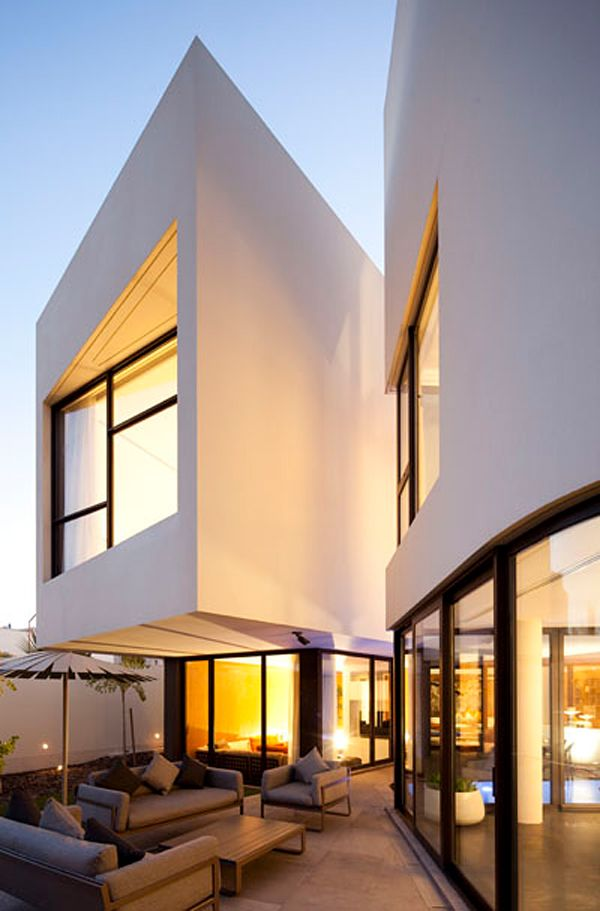 Voluminous two story modern pad in Kuwait: MOP House