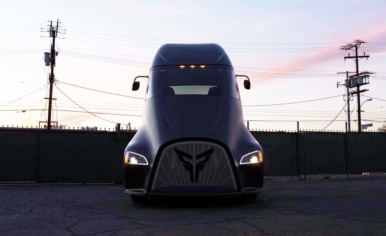 Tesla S All Electric Semi Truck Has A Bold New Compeor