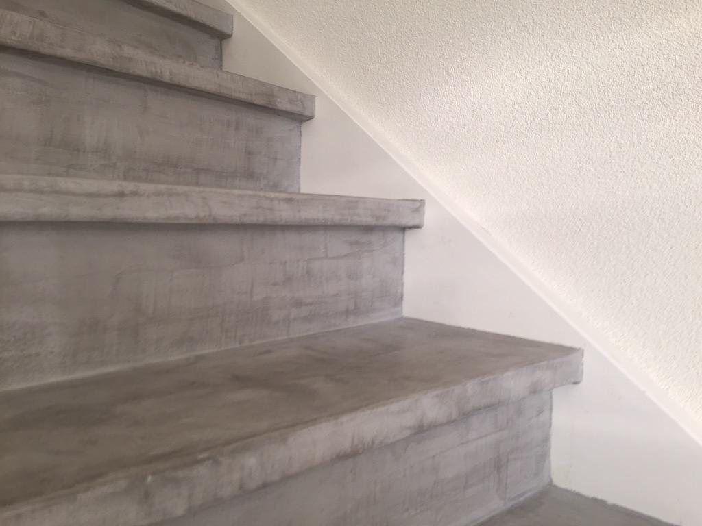 Trap renovatie van beton gewoon over je oude trap heel gaaf