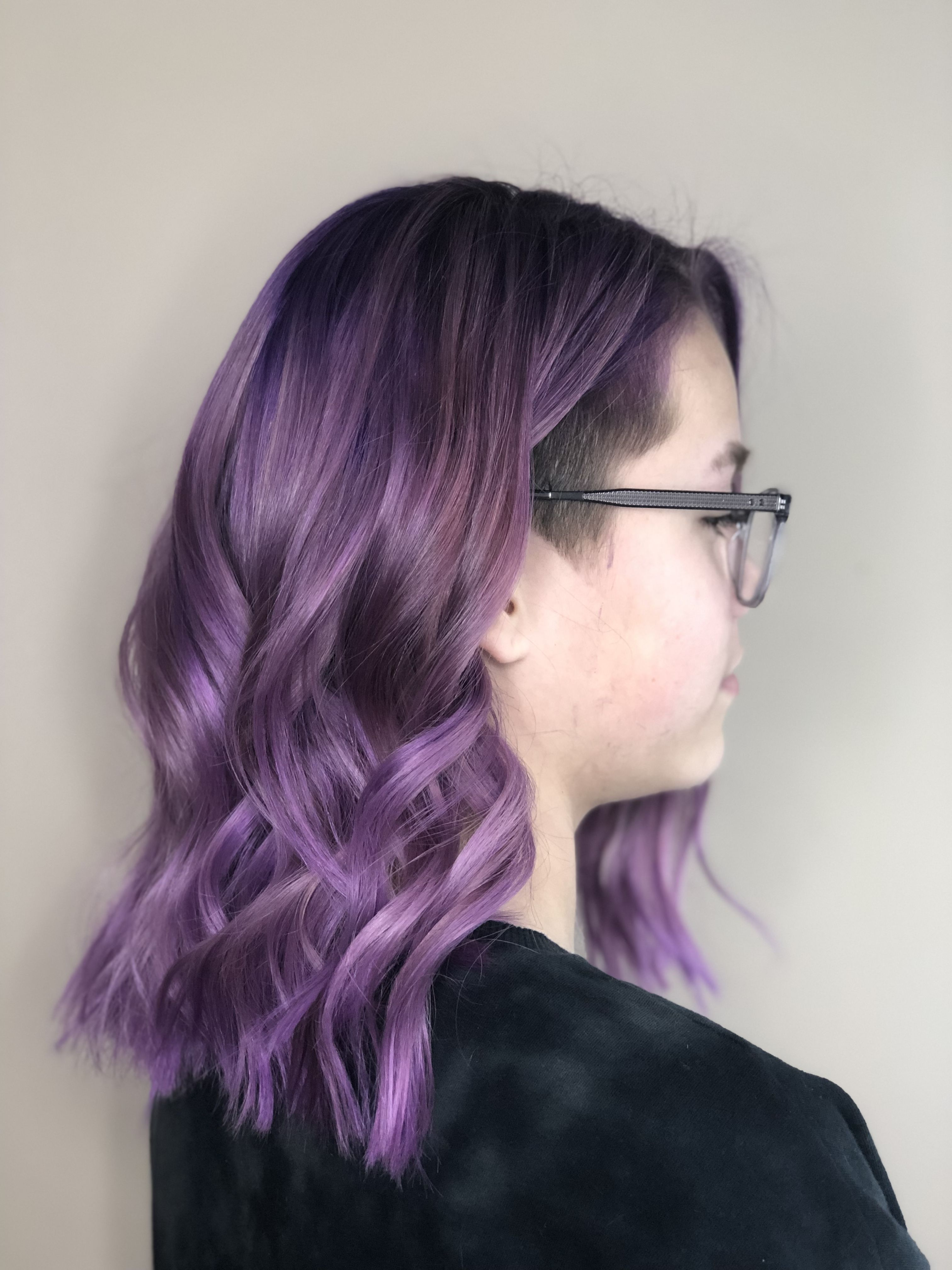 Purple Hair With A Undercut Lavender Hair Root Smudge Purple Roots Dark Roots Color Melt Curly Hair Purple Hai Purple Hair Lavender Hair Light Purple Hair