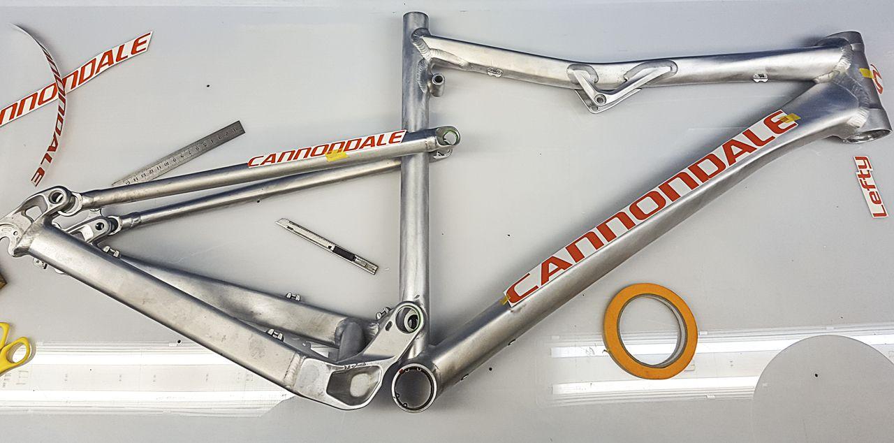 Cannondale Rz1 Trabajo De Personalización A La Carta Decapado Y Preparación Del Cuadro Pintura Pintura Bicicletas Di Disenos De Unas Bicicletas Artesanal