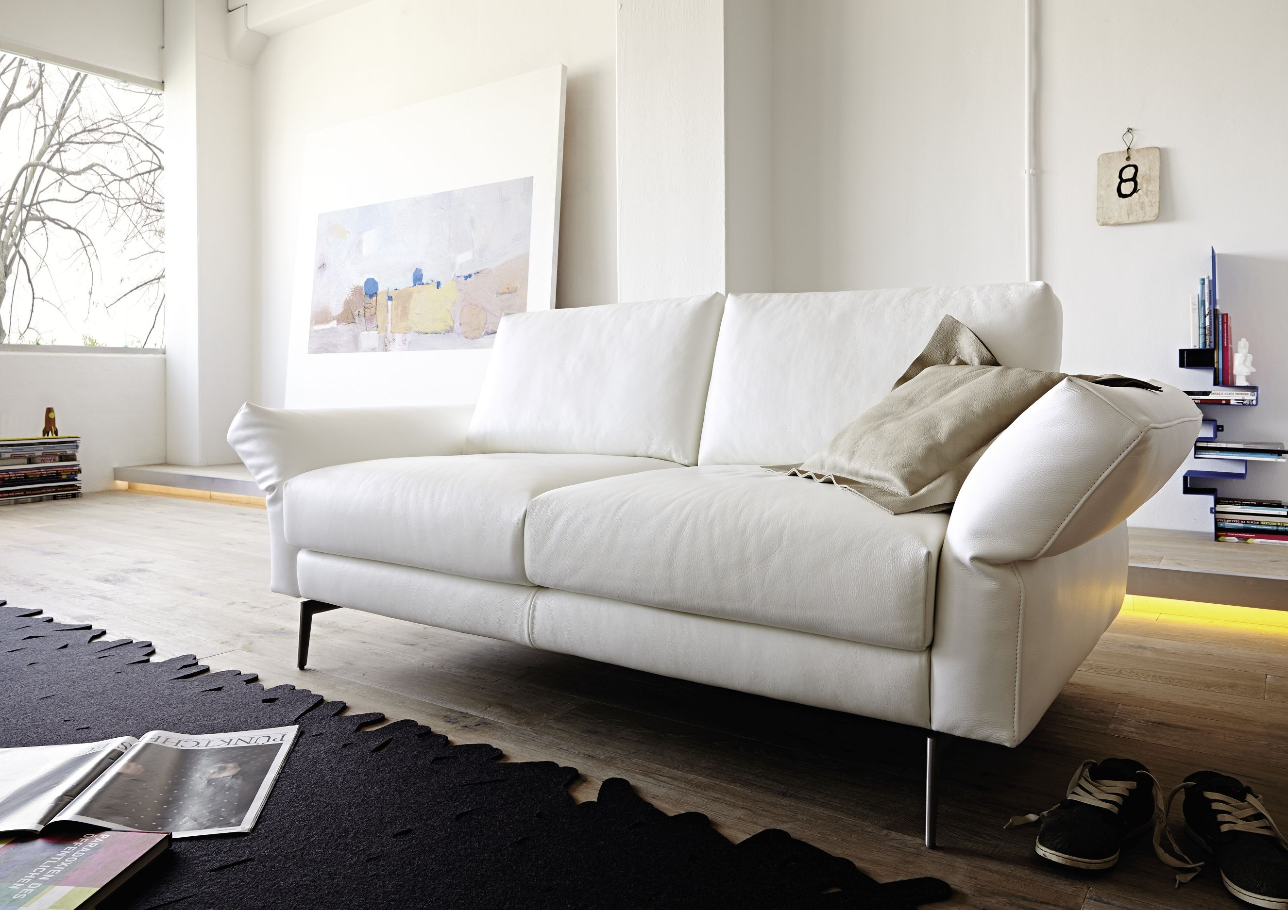 weisses ledersofa ledercouch jeans. Black Bedroom Furniture Sets. Home Design Ideas